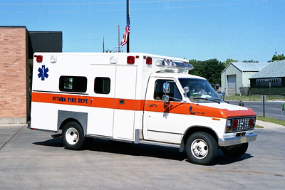 OTTAWA  AMBULANCE 8  FORD F-350 -  WHITE WITH ORANGE STRIPE