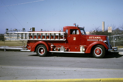 OTTAWA ENGINE 2  1941 SEAGRAVE  500-0  OFFICERS SIDE   RON HEAL PHOTO
