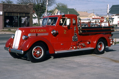OTTAWA ENGINE 2  1941 SEAGRAVE  500-0  RON HEAL PHOTO