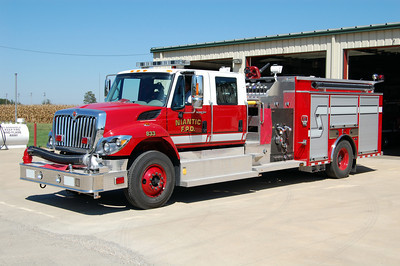 ENGINE 833   IHC -    BILL FRICKER PHOTO