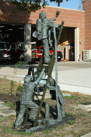 STATUE AT EDWARDSVILLE STATION