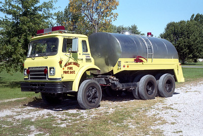 HOLIDAY SHORES TANKER 249  1977 IHCCARGOSTAR 1910 - FD  0 - 2250