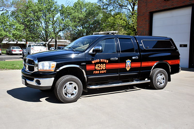 WOOD RIVER FD  CHIEF 4200   2006 FORD EXPLORER     DAVID HORNACEK PHOTO