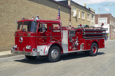 SALEM FPD  ENGINE 17  SEAGRAVE