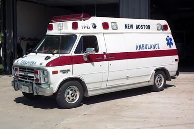 NEW BOSTON  AMBULANCE 1-P-21  1995 FORD E-350 - MEDTEC