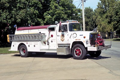 WATERLOO  ENGINE 298      1990 FORD L8000 - TOWERS   750-1500   #1919