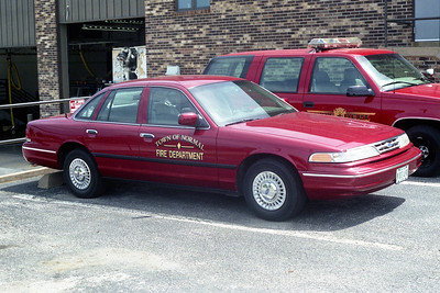 NORMAL  CAR  FORD CROWN VIC