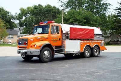 LEAF RIVER  TANKER 2473   2000 FREIGHTLINER FL-112 - US TANKER   250-3500