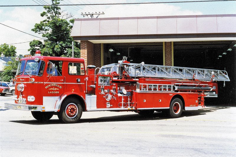 ROCHELLE  LADDER 1  SEAGRAVE  100'  WITH ROOF