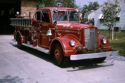 PEORIA RESERVE ENGINE 2  1954 WLF  1000-500 OFFICERS SIDE RON HEAL PHOTO
