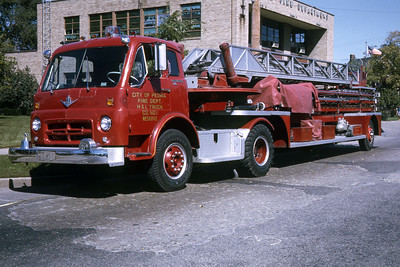 PEORIA  TRUCK 1  1966 IHC - 1940 ALFCO  100'  RON HEAL PHOTO