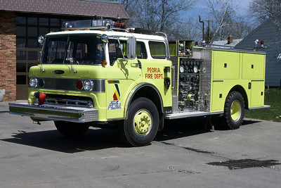 PEORIA  ENGINE 13  1977 FORD C8000 - PIERCE 1000-500   RON HEAL PHOTO