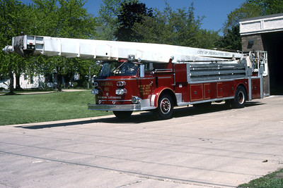 PEORIA  TRUCK 41  1965 ALFCO  90' AEROCHIEF  RON HEAL PHOTO