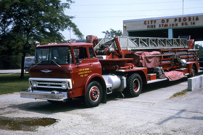 PEORIA  TRUCK 14  1970 CHEVY - 1950 ALFCO 100'  RON HEAL PHOTO