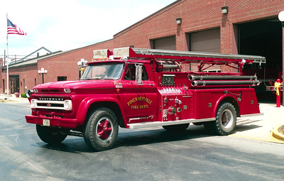 PINCKNEYVILLE  ENGINE 44  CHEVY C80 - TOWERS