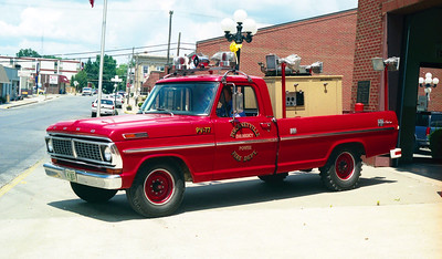PICKNEYVILLE  LIGHT WAGON 77  FORD F - FD BUILT