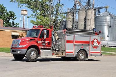 MOUND CITY FD  ENGINE 32  2004  IHC 4400 - CRIMSON   1500-750   SMITH BROTHERS PHOTO