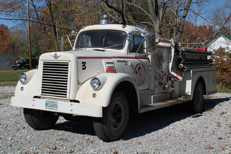ENGINE 3<br /> 1961 IHC V190 - CENTRAL ST.LOUIS<br /> 750-500<br /> X-BETHANY FPD,IL<br /> <br /> FRANK WEGLOSKI PHOTO