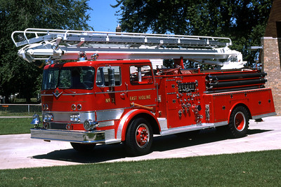 EAST MOLINE  ENGINE 1  1968 IHC-ALEXIS  1000-500-50' TSQRT   RON HEAL PHOTO