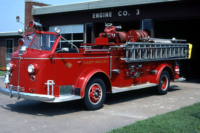 EAST MOLINE  ENGINE 2  1947 ALFCO 700    1000-0     DRIVERS SIDE  RON HEAL PHOTO