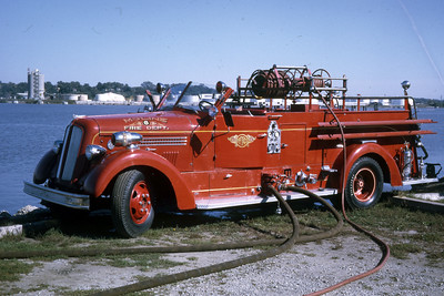 MOLINE ENGINE 6   1947 SEAGRAVE  1000 -   RON HEAL PHOTO