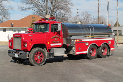 Carrier Mills  TANKER 354  1981 MACK R686 - 4GUYS  200-2300   X-TOWANDA FD,PA    FRANK WEGLOSKI PHOTO