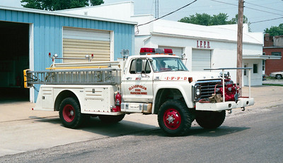 ILLIOPOLIS  ENGINE 1   FORD F800 - TOWERS