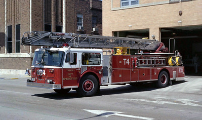 SPRINGFIELD  TRUCK 4  SEAGRAVE WB  100'