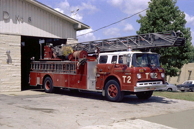 SPRINGFIELD  TRUCK 2  FORD C7000 - SEAGRAVE  100'