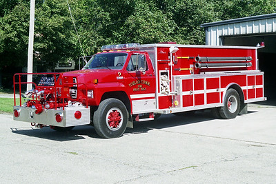 TOULON COMMUNITY FPD  ENGINE 9 9  FORD F800 - ALEXIS