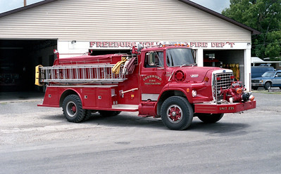 FREEBURG FPD   ENGINE 235   1987  FORD L8000 - TOWERS   1000-1000     OFFICERS SIDE