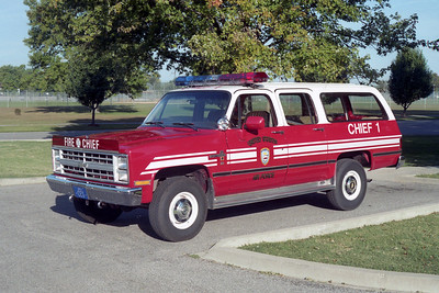 SCOTT AFB   CHIEF 1  CHEVY SUBURBAN  WHITE-RED