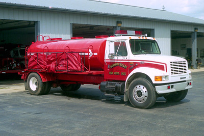 GERMAN VALLEY  TANKER  IHC 4900 WHITE OVER RED