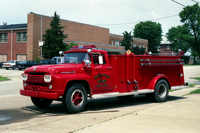 GREEN VALLEY TANKER 72  FORD F - ALEXIS