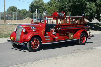 MORTON FD  ENGINE  1937  CHEVY - CENTRAL ST LOUIS   400-200      AT TREMONT MUSTER