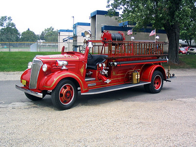 MORTON FD  ENGINE 1  1937  CHEVY - CENTRAL ST LOUIS   400-200      AT TREMONT MUSTER