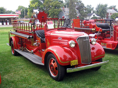 MORTON FD  ENGINE 1  1937  CHEVY - CENTRAL ST LOUIS   400-200   PASSENGER SIDE      AT TREMONT MUSTER