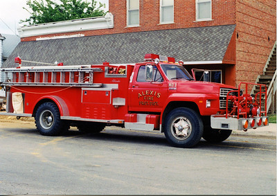 ALEXIS FPD  ENGINE 1  1982  FORD F800 - ALEXIS   750-1000