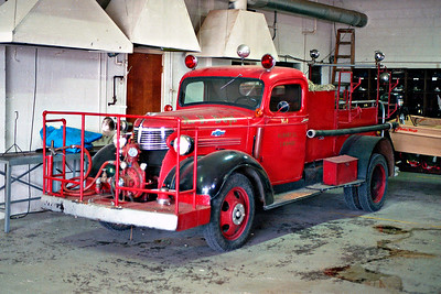 ALBANY FPD  ENGINE 1  1939 CHEVY - FIREFIGHTER  500-100