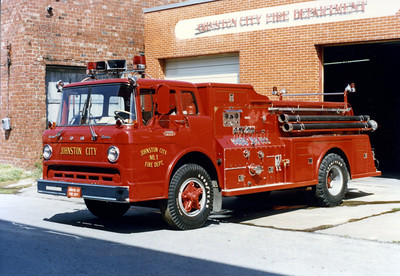 JOHNSTON CITY  ENGINE 1  FORD C800 - TOWERS  FRANK WEGLOSKI PHOTO