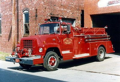 JOHNSTON CITY  ENGINE 2  FORD L800 - TOWERS  FRANK WEGLOSKI PHOTO
