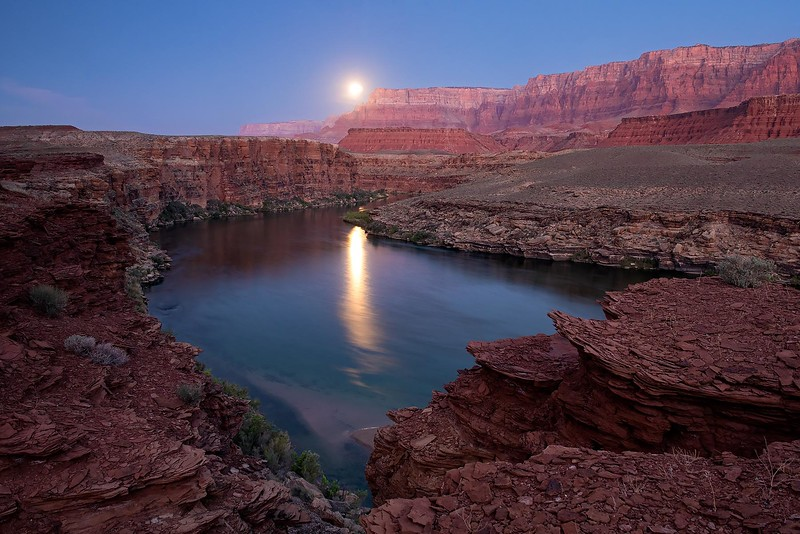 VERMILLION CLIFFS MOONSET