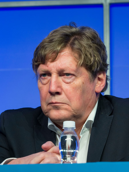 Pieter Sonneveld, MD speaks during the High Risk Disease session
