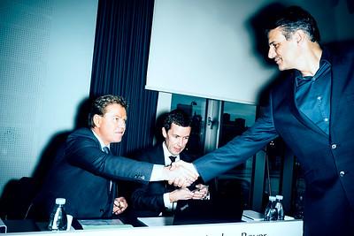 PANDORA  ORDINÆR GENERALFORSAMLING.  På billedet (fra venstre):   -Peder Tuborg - Anders Boyer - Jeremy Schwartz  ================  BØRSEN