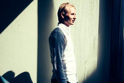 Serieiværksætteren Mads Faurholt-Jørgensen sælger sin guldklump, Compareasiagroup, for over 300 mio. kr. i en handel, der værdisætter selskabet, som han selv var med til at stifte, til 1 mia. kr.   Mads Faurholt har rejst over 1 mia. kr. til sine forskellige selskaber og har været kritiseret for ikke at eksekvere på dem. Nu sender han millioner tilbage til investorerne i Nova Founders, som bl.a. Lars Seier har investeret i.   ===================  BØRSEN