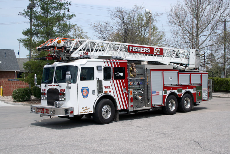 FISHERS  LADDER 92  KME  100'