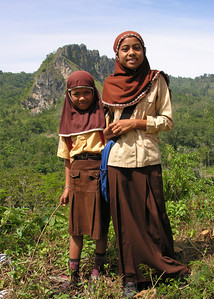 MUSLIM GIRLS - CENTRAL SULAWESI