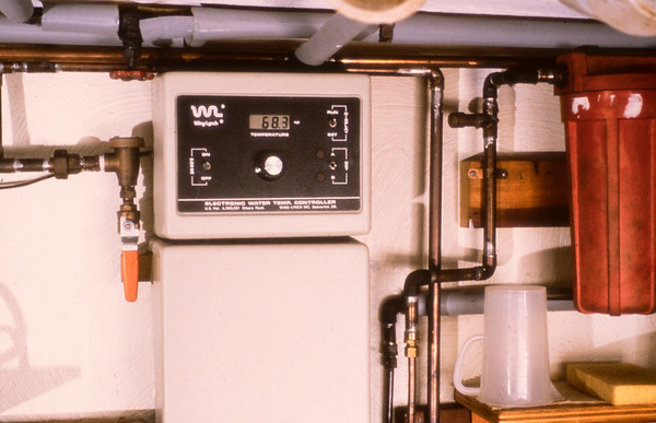 The electronic water temperature controller.