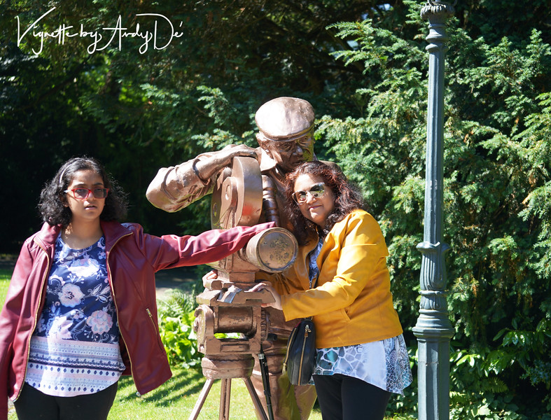 Uma and Sanchita paying their tribute to the legendary film maker in Interlaken.