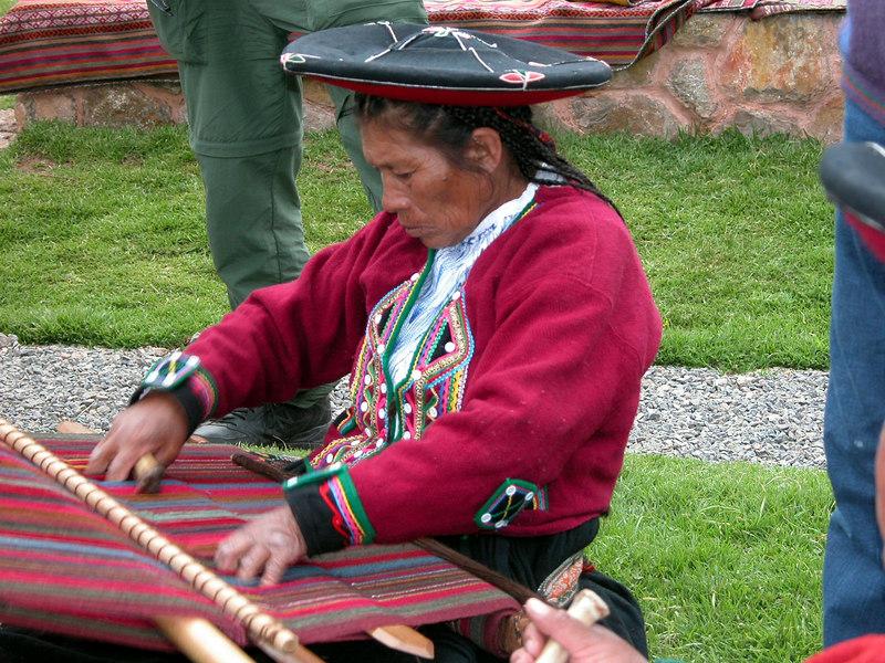 weaving in peru